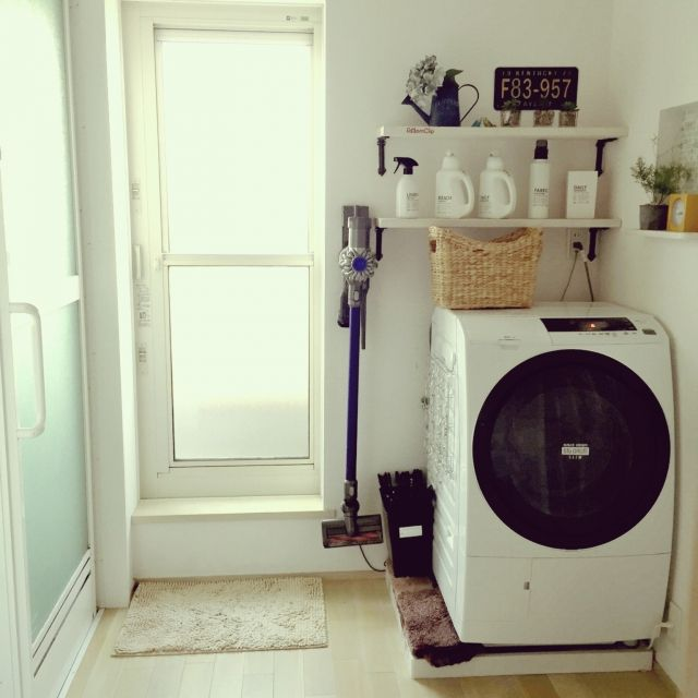shio2772さんの、ドラム式洗濯機,かご収納,洗剤ボトル,自作ラベル,mon・o・tone,白い洗剤ボトル,ダイソン掃除機,バス/トイレ,のお部屋写真