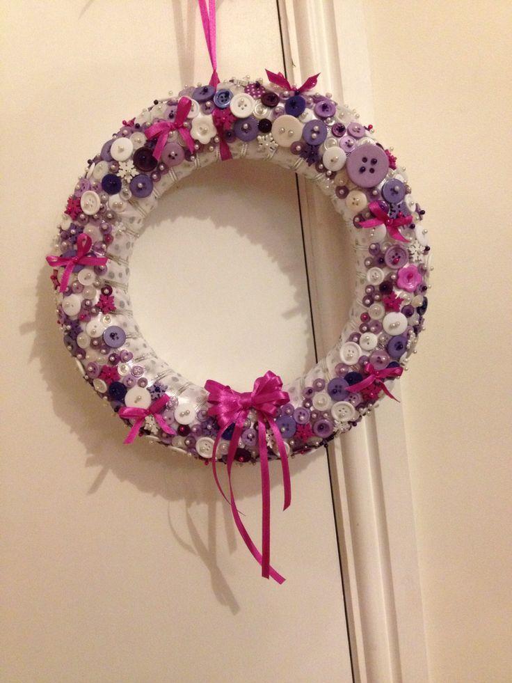 Christmas wreath - love doing this, feeling Christmassy.