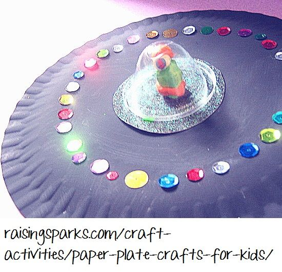 outter space crafts for kids | http://raisingsparks.com/craft-activities/paper-plate-crafts-for-kids/