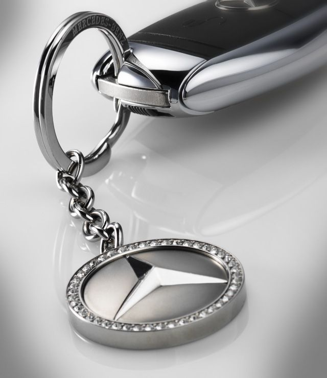 Kiev Key ring in silver-coloured stainless steel. With ring for keys and short chain. Solid circular fob featuring Mercedes?Benz star with CRYSTALLIZED  Swarovski Elements. Mercedes-Benz lettering engraved inside ring.