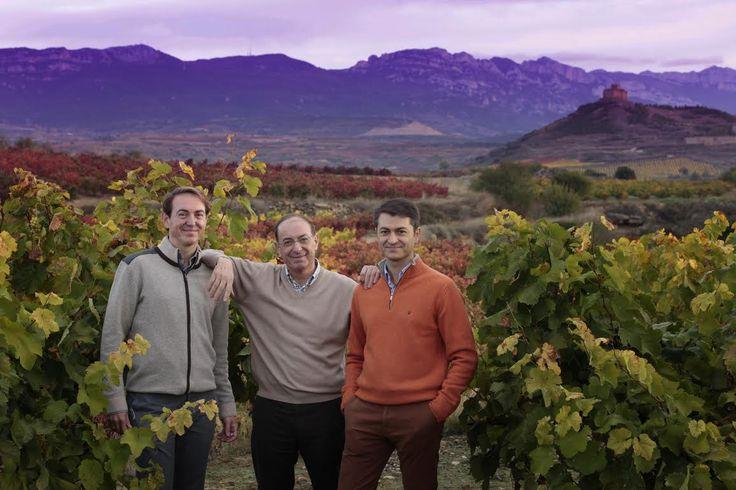Pedro Vivanco Paracuellos, nacido el 14 de diciembre de 1946 en Logroño, La Rioja, falleció ayer a la edad de 70 años. Enólogo y Fundador de Bodegas Vivanco y del Museo Vivanco de la Cultura del Vino, Pedro Vivanco destacó a lo largo de su vida por su profundo amor y dedicada entrega a su familia, su tierra y al vino, cuyo cariño y devoción le han acompañado hasta su último momento.