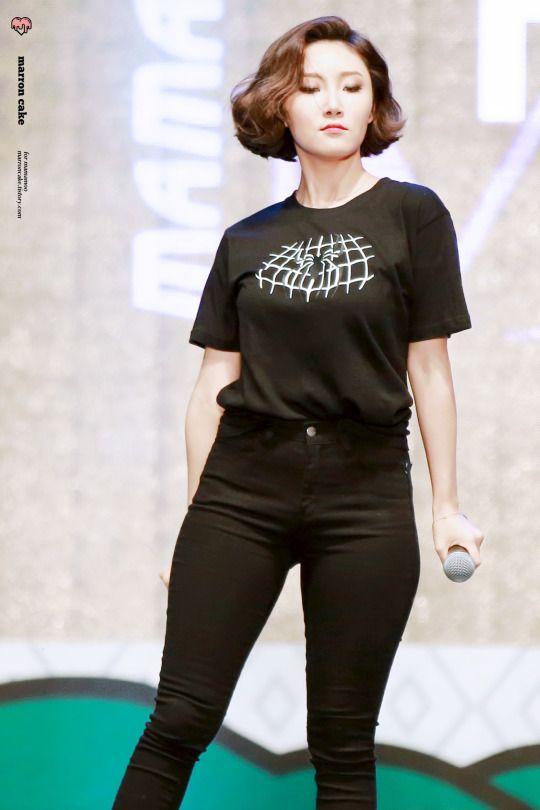 Hwasa from MAMAMOO in the greatest pair of jeans 2K16. She can obviously rock anything with those hips.