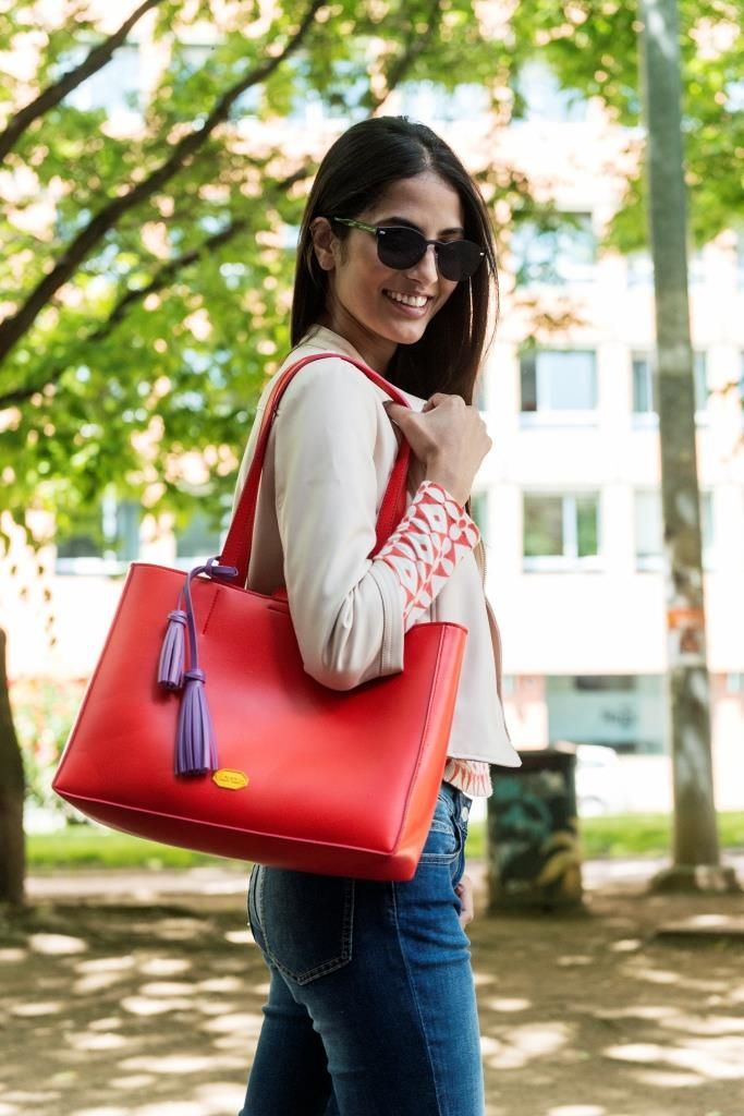 Red shopping bag with purple fringes. Always featuring the high quality of Vibram rubber.