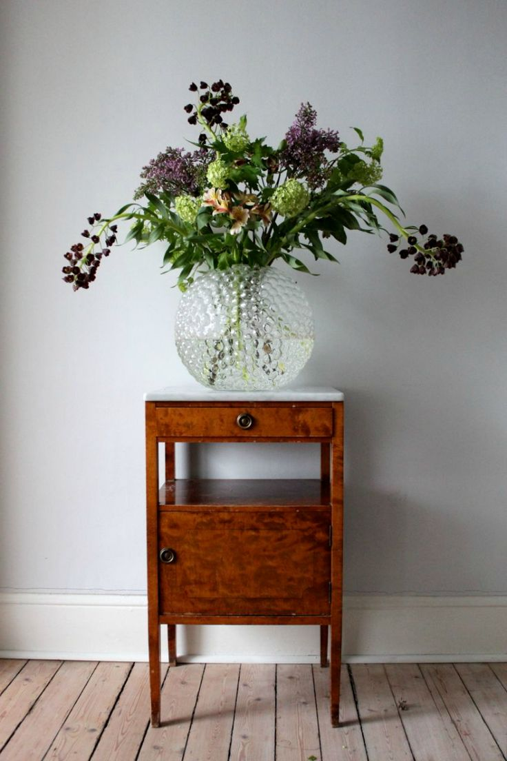 Loving this unit and the vase...beautiful shape and pattern and filled with these flowers. Gorgeous!