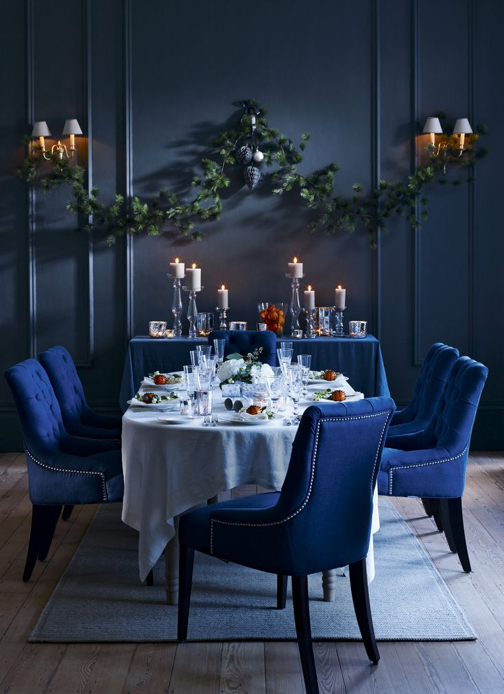 Capture the spirit of the season with rich colours, moody lighting and shimmering surfaces. A crisp white linen tablecloth is a striking contrast to the dark walls and upholstery in this dramatic scheme. Homes & Gardens. Styling Sally Conran, photographs Chris Everard. http://www.hglivingbeautifully.com/2015/12/04/dressed-to-impress-decorating-ideas-for-a-formal-christmas-dinner/