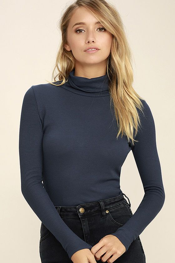 Settle into some snuggly surroundings with the Cozy Den Navy Blue Turtleneck Top! Thermal knit fabric forms a slouchy turtleneck atop a fitted bodice framed by long sleeves.