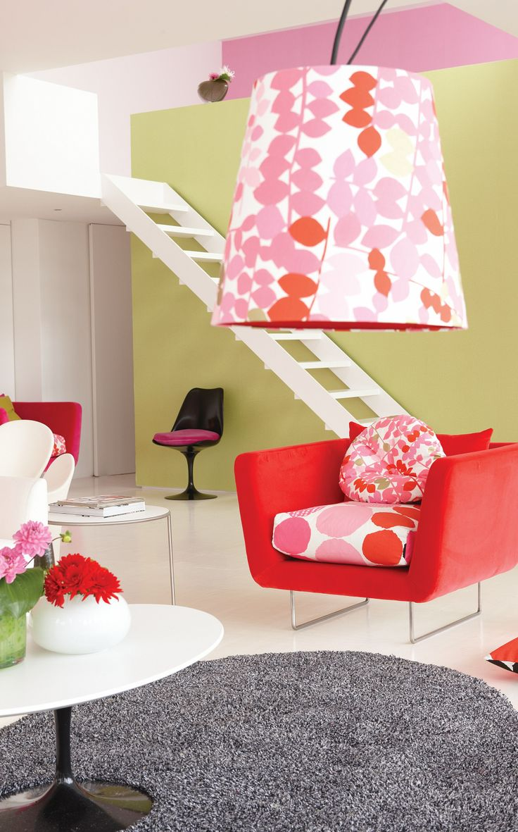 Lambader, abajur ve avize kaplamalarınızı duvar kağıdınız, perdelik ya da döşemelik kumaşınız ile kaplatabilirsiniz. Bu çalışma kombin oluşturarak dekorasyonunuzun daha özgün, daha karakterli görünmesini sağlayacaktır.
