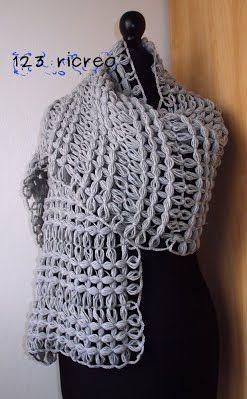Una scuola di cucito fuori dagli schemi. Scialle realizzato a telaio in lana 1000% merinos color grigio perla - circa 300 g di lana utilizzata - ferri 3- 3,5