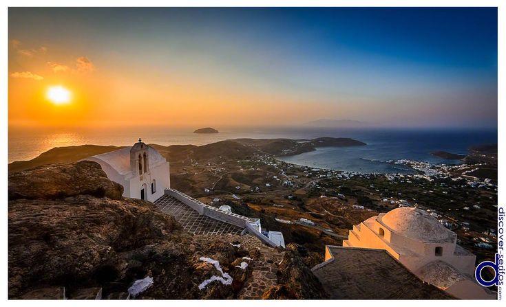 Breathtaking sunrise from the top of Chora's Castle - Serifos, Cyclades.   Ανατολή που κόβει την ανάσα, από την κορυφή του Κάστρου της Χώρας - Σέριφος, Κυκλάδες. Μάθετε περισσότερα στο: http://www.discover-serifos.com/el/anakalupste/aksiotheata/simeia-endiaferontos/kastro-xoras