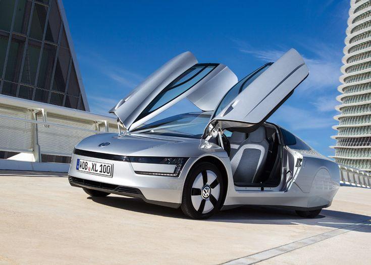 Немецкий автомобильный бренд Volkswagen создала на свет некую модель по названием XL1, которая стала самым экономичным серийным автомобилем всех времен и народов. Плюс к этому выиграла титул Designs of the Year 2014.  XL1 Volkswagen потребляет всего 0,9 литра топлива на 100 километров, благодаря своей аэродинамической конструкции, малому весу и гибридному дизель-электрическому двигателю. Двухместный автомобиль также использует инновационные технологии, включая камеры, которые заменяют…