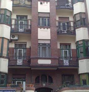 XIII. kerület, Újlipótvárosban, a Hegedűs Gyula utcában, a Victor Hugo utca magasságában, eladó egy 119 m2-es IV. emeleti,/ lift van / 2 bejáratos lépcs...
