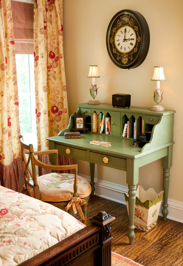 beautiful vintage style girl's bedroom