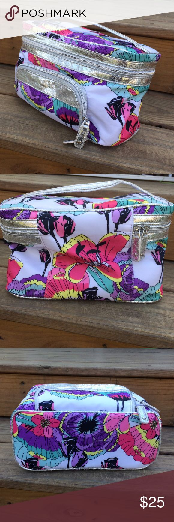 """Sonia Kashuk 3 Pc Train Case Cosmetic Make Up Bag Super cute cosmetic bag w detachable/removable pouches & front zip pocket. In excellent very gently used condition - no stains  Measures 10.5"""" x 6.5"""" x 5"""" Thanks! sonia kashuk Bags Cosmetic Bags & Cases"""
