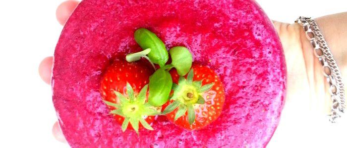 1 voorgekookte biet (liefst biologisch) 1 Granny Smith appel 1 perzik 5 aardbeien 2 dadels, ontpit handje basilicum