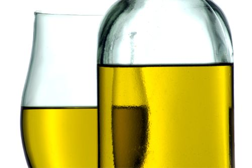 Lots of people are scared of applying oil to their face. They think it will make their skin greasy or give them spots or they simply don't like the feel of it, which is understandable as it seems counter-intuitive to apply more oil in order to balance your skin's oil production. And yet oil is one of the best products you can use on your delicate facial skin. #florivera www.florivera.com