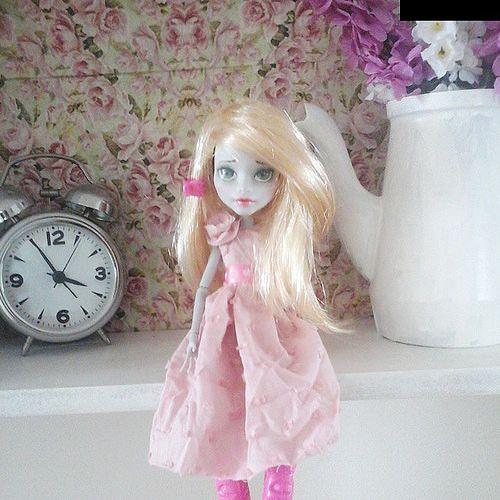 New girl. #dollrepaint #monsterhigh #repaint #doll #vintage #stile #stuff | Flickr - Photo Sharing!