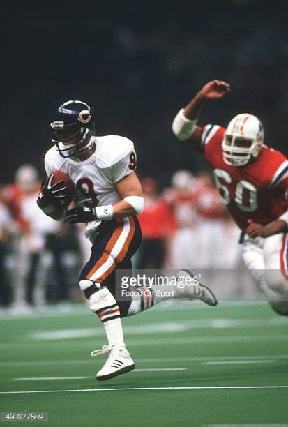 Jim McMahon of the Chicago Bears scrambles with the ball against New England Patriots during Super Bowl XX January 26 1986 at the Louisiana Superdome...