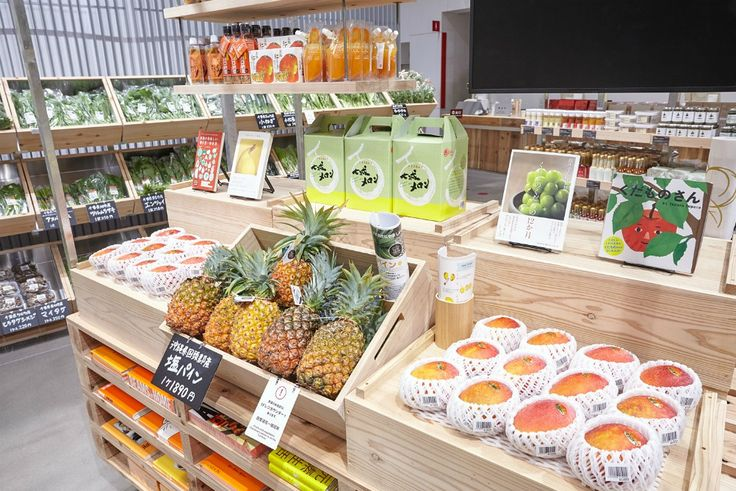 The retail location offers a small but high-quality variety of fruits and vegetables directly sourced from local producers.