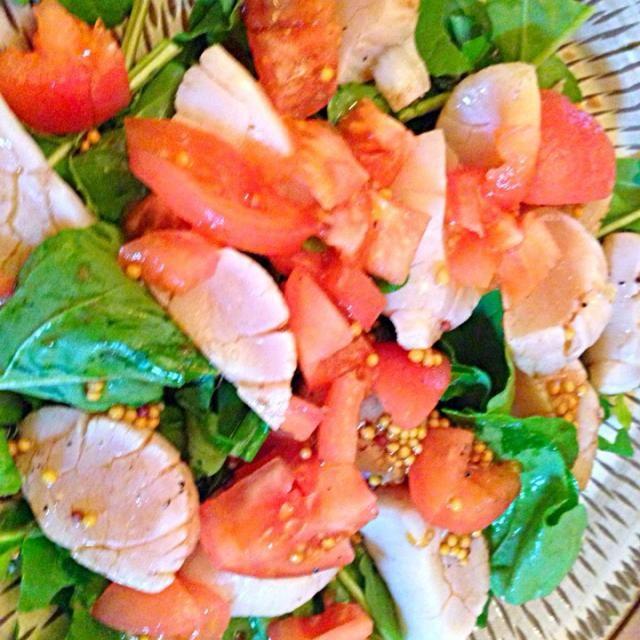 手作りマスタードがイイお味です! - 3件のもぐもぐ - ホタテを軽くソテーしたサラダ。ルッコラとトマトをマスタード&バルサミコドレッシングで。 by カオカオ