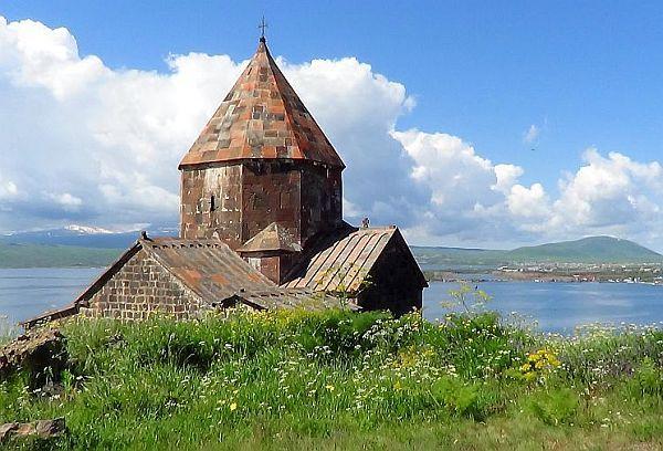 http://gruzja-armenia-wycieczki.blog.pl/files/2015/01/armenia_sewan_klasztor_krzysztofmatys.jpg