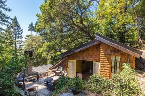 750 Sq Ft Cabin Cottage in Berkeley,CA - Cute one-story, but I don't understand why there is a tiny refrigerator, instead of a full-size one. This house is permanently located.