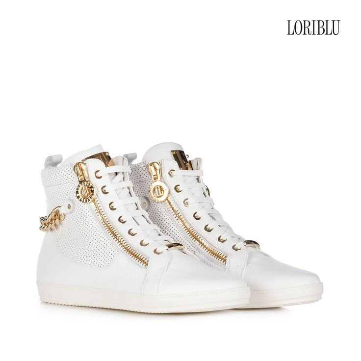 White deer leather sneaker. A rock attitude to your casual style to wear with trendy outfits.