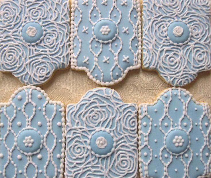 Ghiaccia reale Biscotti decorati con rose stilizzate