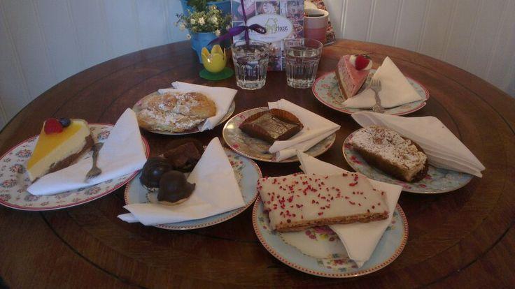 Så er der dømt kage-tapas for to (damer) på Grannys House, Søborg Hovedgade 75, 2860 Søborg! Mums og attack :-)
