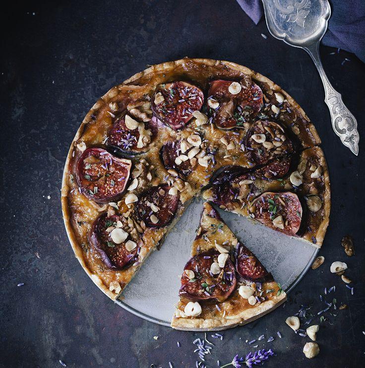 Vijgentaart met lavendel en tijm - tarta de higos con lavanda y tomillo. Een recept voor een herfstachtige taart met verse vijgen.