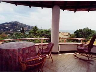 accogliente casa vacanze con spaziosa terrazza attrezzata per 6 personeCase vacanze in Torre delle Stelle da @homeawayitalia