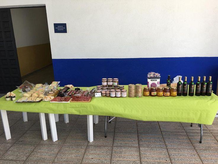 Hoy estamos en #ElProvencio ofreciendo una degustación de #ProductosTipicosManchegos para un grupo de turistas que visitan la localidad  http://ift.tt/2gcGuMQ  #turismogastronomico #LaMancha #Gourmet