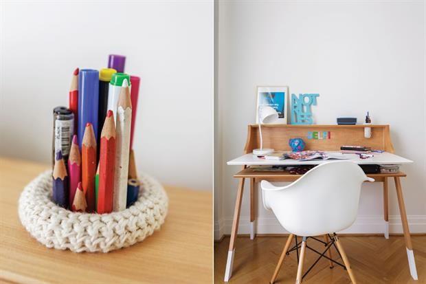 Cuarto adolescente: dos propuestas para que tomes ideas  Silla 'Eames' de PVC con patas de madera (Buenos Aires Design) y lámpara 'Cuerno' (Iluminación Agüero)..  /Daniel Karp