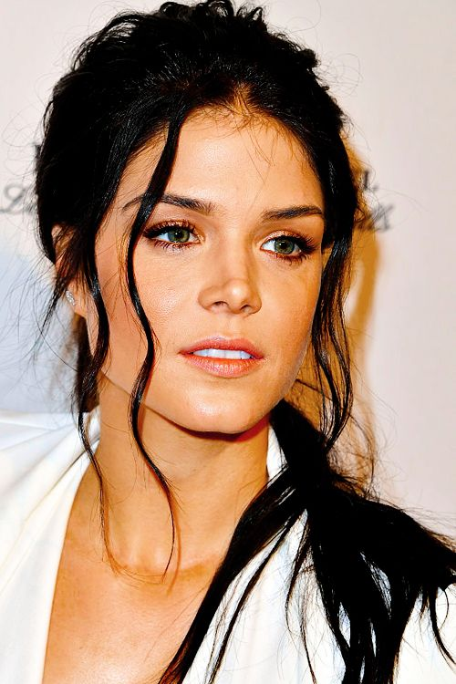 """speedyscanaries: """"Marie Avgeropoulos attends The BAFTA Tea Party - Arrivals at Four Seasons Hotel Los Angeles at Beverly Hills on January 7, 2017 in Los Angeles, California. """""""