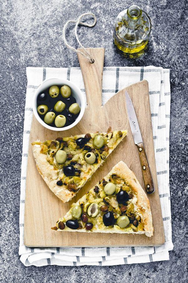 Spelt and kamut focaccia with leeks - Focaccia di kamut e farro con porri, uvetta e olive