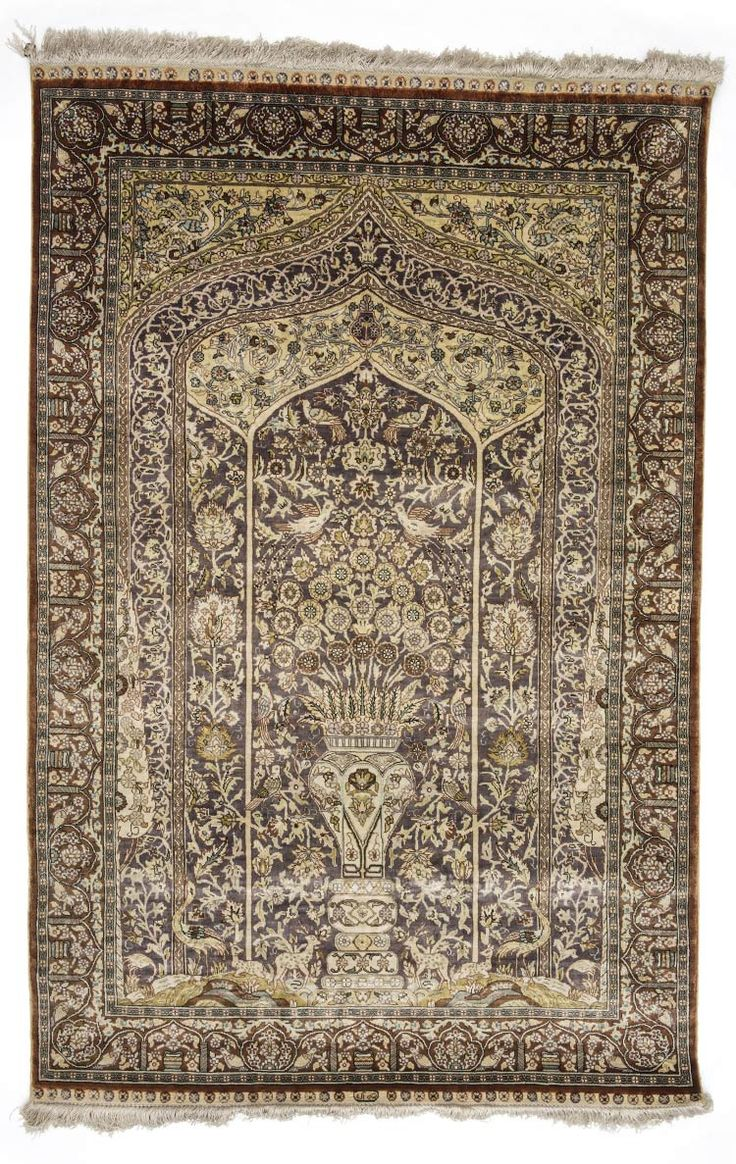HEREKE SILK CARPET, TURKEY Dimensions: approx. 126 x 82 cm I  Albahie Auction House