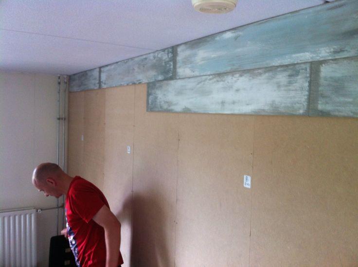 Eerste laminaat op de muur voorzet wand pinterest wand for Bed in de muur