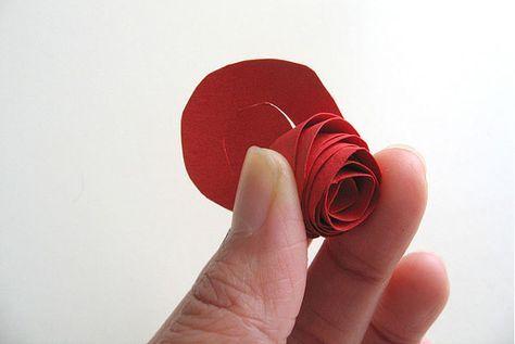 6 6 30 0 0 113 Voici un tutoriel qui vous expliquera comment faire une rose en papier facilement à l'aide d'une feuille en papier et vos petits doigts. Tous…