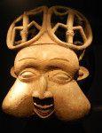 Masque Fang, Dalhem Ethnologisches Museum, Berlin Les Fangs sont une communautée rassemblant une multitudes de peuples de l'actuel Cameroun, du Gabon et de la Guinée équatoriale. Les masques Fang sont utilisés dans des confréries initiatiques. Ces masques...