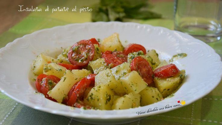 L'insalata di patate al pesto è una ricetta fresca e golosa da preparare come contorno o piatto unico nella stagione estiva.