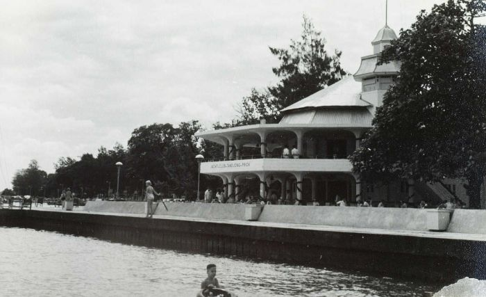 COLLECTIE_TROPENMUSEUM_De_Jacht_Club_in_Tandjong_Priok_Djakarta_TMnr_60054785.jpg (700×427)