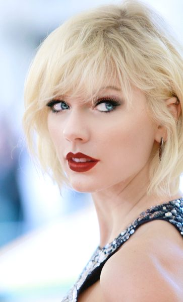 """Her new look doesn't suit her."" I don't think I've seen a more stunning photo of her <3!!!!!!!!! Taylor Swift ♥"