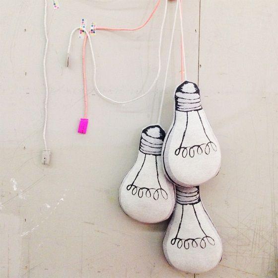 http://www.mamidecora.com/complementos-cojines-originales-fluorescentes.html