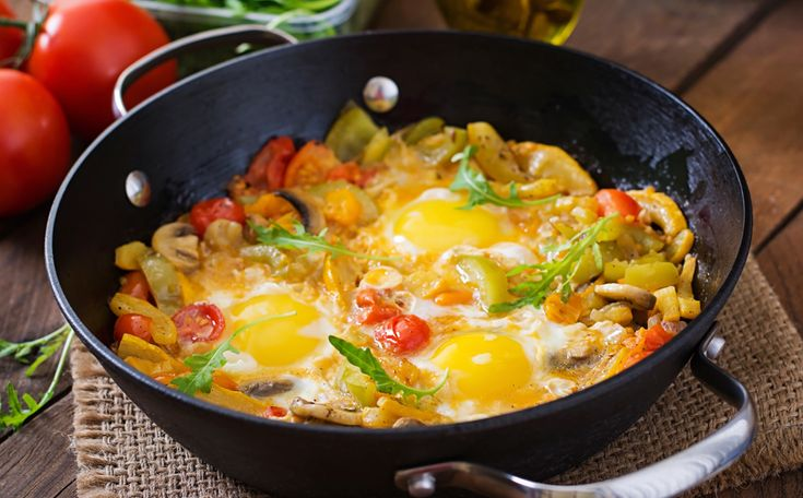 Eieren in pittige groentestoof