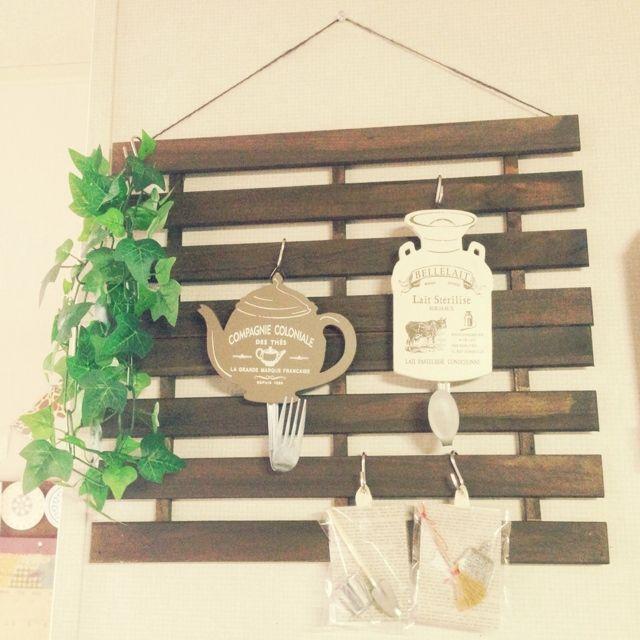 Akinaさんの「壁/天井,ダイソー,手作り,セリア,3Coins,すのこ,オイルステイン,フェイク グリーン」についてのお部屋写真 - RoomClip