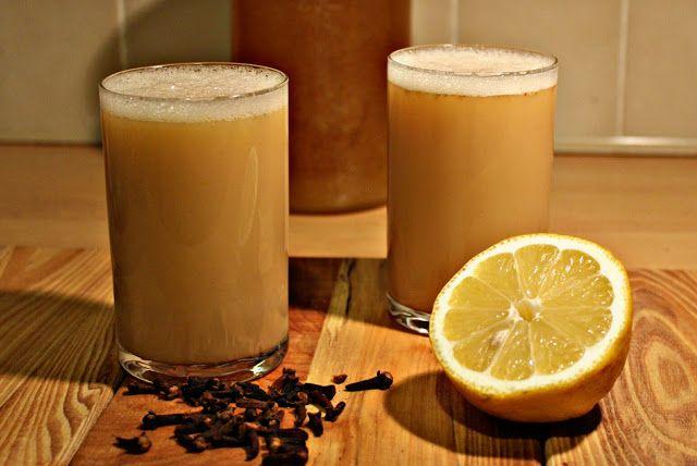 Przepisy Online: Grzane piwo z żółtkiem, miodem i cytryną.