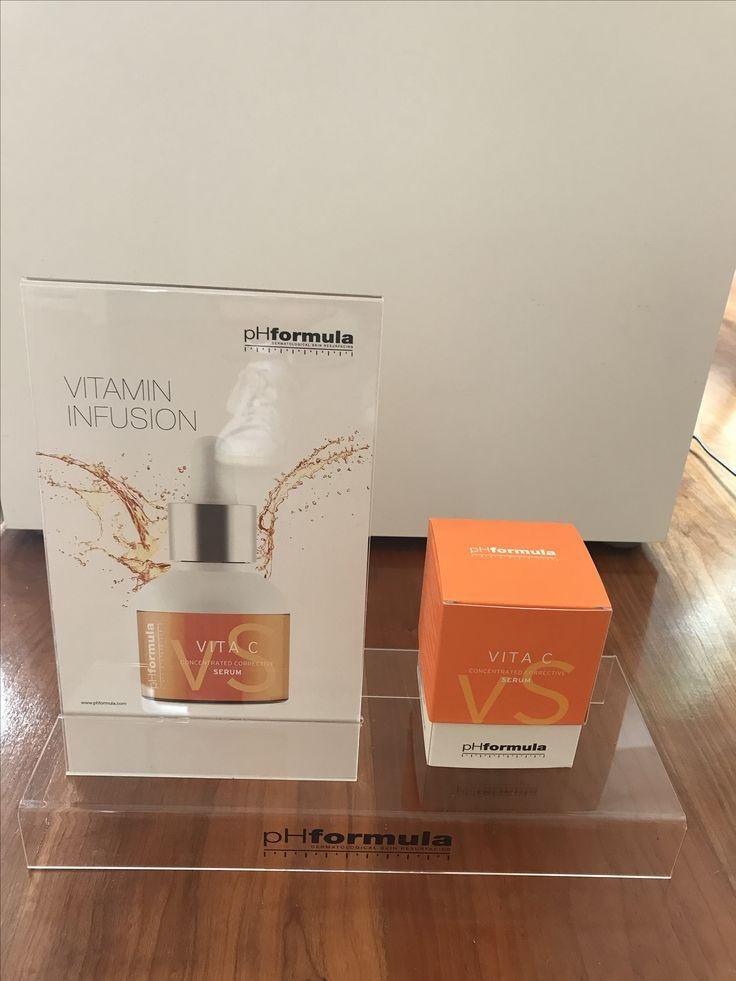 Das konzentrierte verbesserte Vita C Serum enthält eine spezialisierte Mischung von Wirkstoffen und feuchtigkeitsbindende Inhaltsstoffe, die die Haut gesund und mit Feuchtigkeit versorgen.