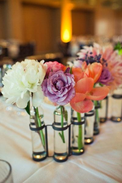 11 best images about floral arrangements diy on pinterest - Decoracion de botellas ...