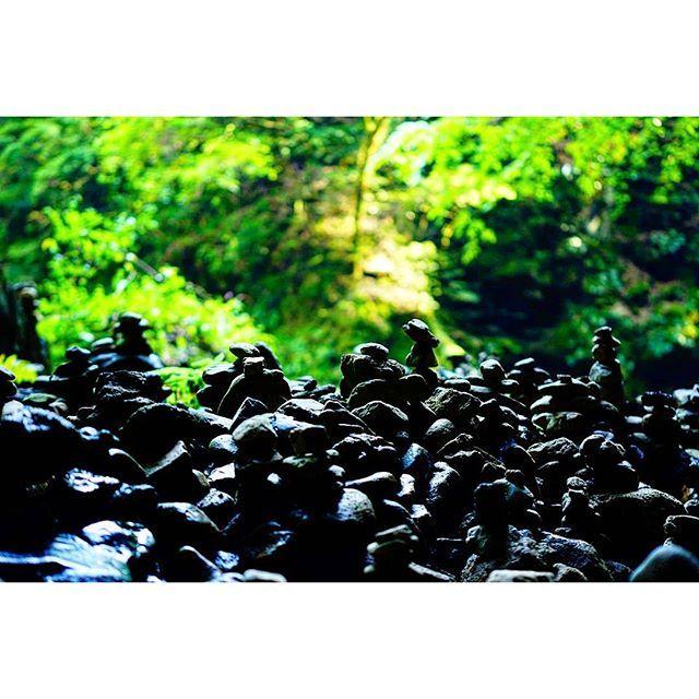 【ma.db4c_02】さんのInstagramをピンしています。 《元気出していきます❗ 今日は、東京からバイクでやって来た友人を出迎えに高千穂峡までツーリングでした。 その途中、立ち寄った天岩戸神社奥の天安河原。  #shrine #riverside #stonemasonry #forest #igersjp #team_jp_西 #α6000 #amanoyasugawara #miyazaki #takachiho #amanoiwato #tokyocameraclub  #神社 #河原 #石積み #森 #天安河原 #天岩戸神社 #宮崎 #高千穂 #東京カメラ部 #写真撮ってる人と繋がりたい #写真好きな人と繋がりたい》