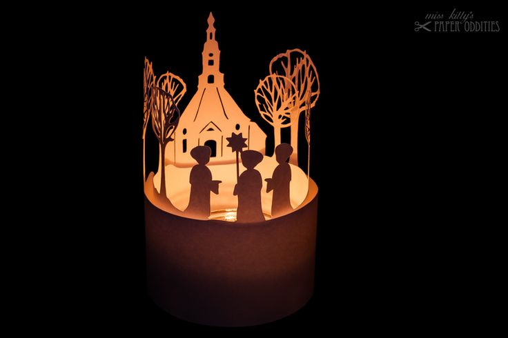 Construction paper for a little tea light lantern. Two layers, showing the famous church in Seiffen (Erzgebirge) and a group of carolers.