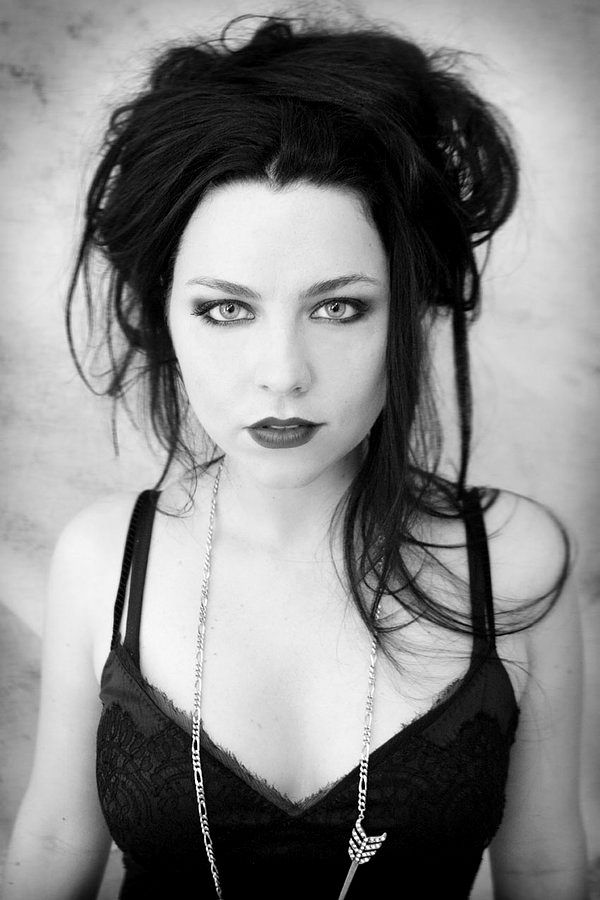 Amy lee - Love Love LOVE! I want black hair again. :/